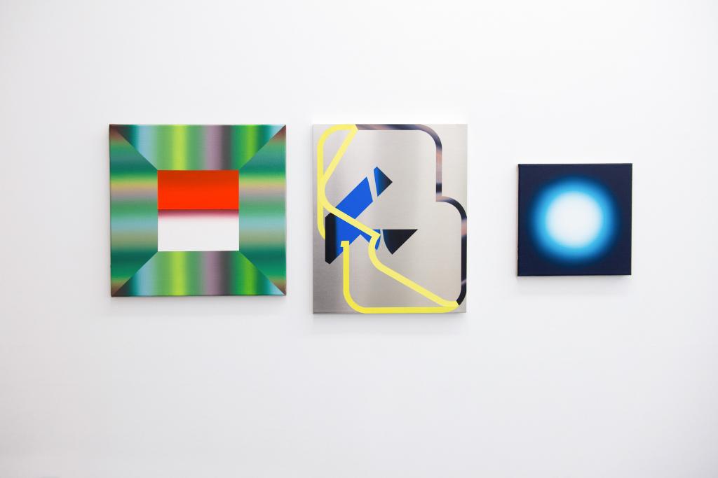 Benoît Géhanne et Ben Hübsch. Piss off reality : Vue de l'exposition à la galerie Djeziri-Bonn, Paris, 2017. Crédit photo : Raphaële Kriegel