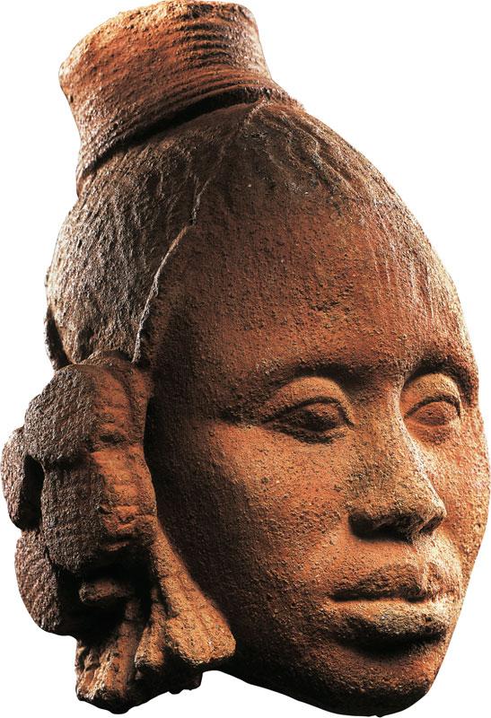 Les musées sont des mondes : Tête féminine, royaume d'Ifé, Nigéria, 14e-15e siècle, Musée Barbier- Mueller. © Musée Barbier -Mueller / Photo Studio Ferrazzini Bouchet.