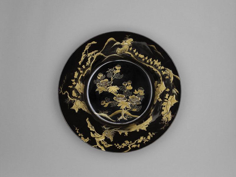 L'or du Japon, laques anciens des collections publiques françaises. : Plat © RMN / Thierry Ollivier