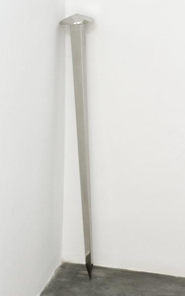 Yazid Oulab. Portée : Yazid Oulab. Alif. 2012. Polished stainless mirror. 110h x 30d cm
