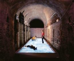 Nos meilleurs souvenirs. Expérience Pommery #8. : Leandro Erlich, Eau Molle, 2003, photographie : Ryo Suzuki