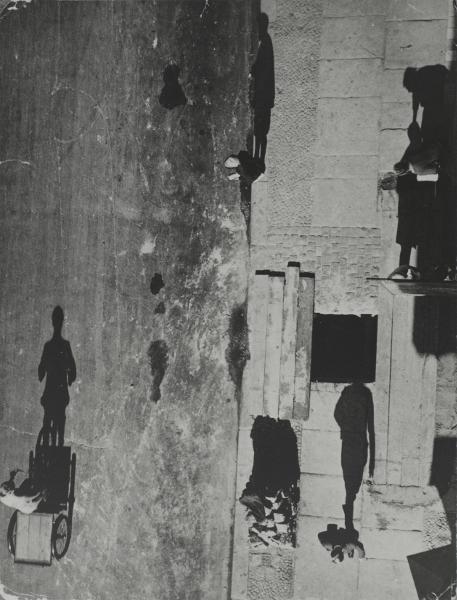 Vues d'en haut : Umbo, Unheimliche Strasse [Rue inquiétante], 1928