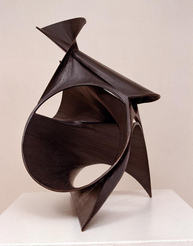 L'abstraction en Europe : Antoine PEVSNER, Le Lys noir, 1943 Bronze ; 54 x 35 x 45 cm, © Adagp Paris 2011