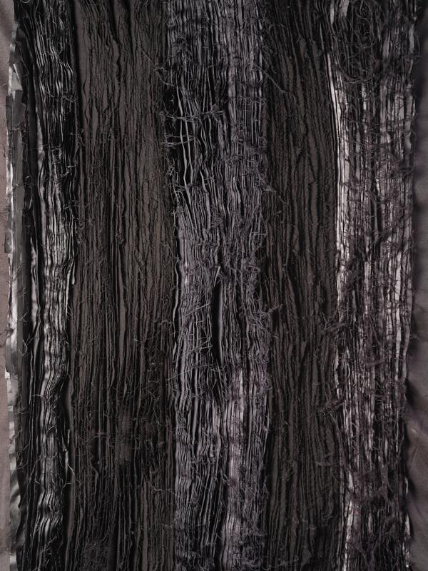 Ce qui s'oublie et ce qui reste : JOEL ANDRIANOMEARISOA  Joël Andrianomearisoa, In memory of all, textile, détails, 2021. Commande l'Etablissement public du Palais de la Porte Dorée – MNHI.
