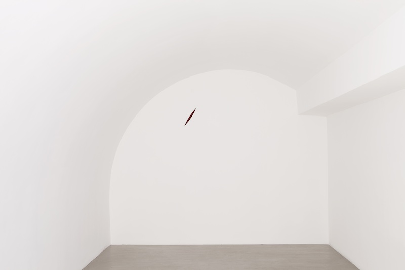 Anish Kapoor – Almost Nothing : The Healing of St. Thomas, 1989-1990, techniques mixtes, 42 x 12 x 20 cm. © Anish Kapoor Photo. Fabrice Seixas. Courtesy the artist and kamel mennour, Paris.