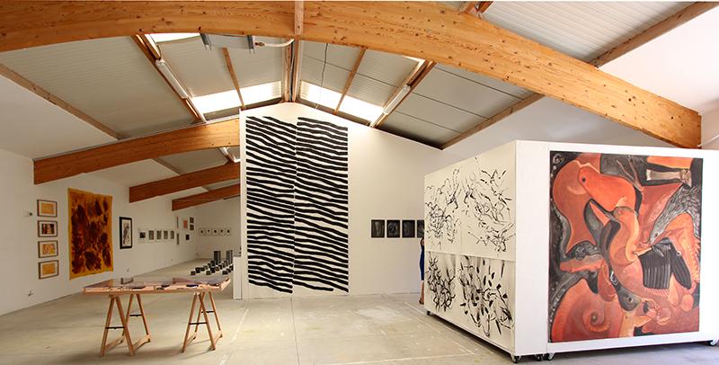 Préhistoire et art contemporain : Vue de l'exposition Préhistoire et Art contemporain, Atelier du Hezo, 2019.  Photo: Thierry Tuffigo