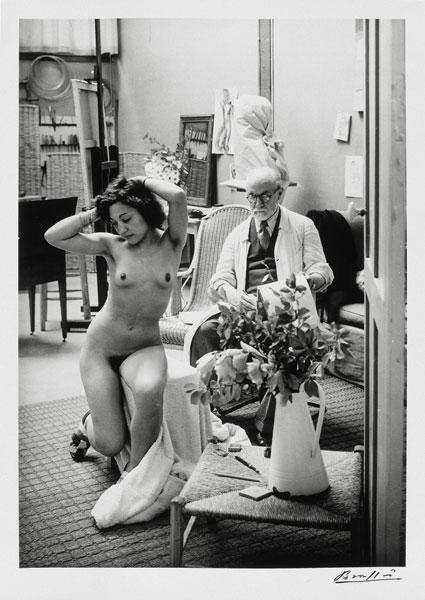 Brassaï photographe – Sa rencontre avec Matisse : Brassaï Matisse dessinant un nu dans son atelier  de la rue des Plantes, Villa d'Alésia, Paris, 1939 Collection particulière © Estate Brassaï – RMN