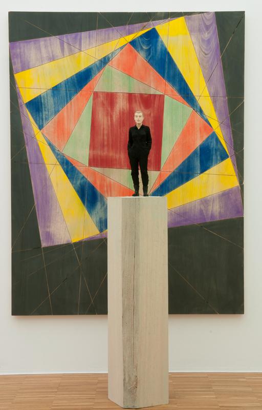Stephan Balkenhol : Composition multicolore, 2010 Bois peint (wawa) Relief : hauteur : ca. 157 x 120 x 4 cm Figure : hauteur 170 cm Courtesy Galerie Nosbaum & Reding, Luxembourg
