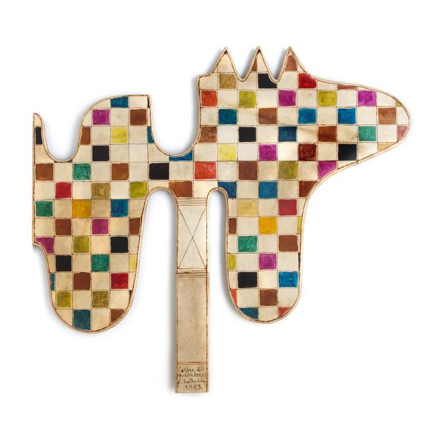 Farid Belkahia. Pour une autre modernité : L'Arbre à palabres 1989 Teinture et henné sur peau montée sur bois 171,5 x 190 cm Mathaf: Arab Museum of Modern Art, Doha © ADAGP, Paris, 2021 Courtesy Mathaf: Arab Museum of Modern Art, Doha