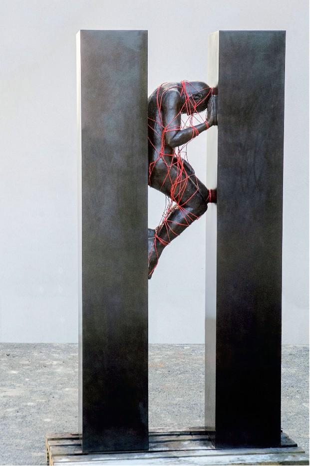 25 ans de créativité arabe : Mahi Binebine. Sans titre 1. 2012, sculpture en bronze, 250 x 100 x 100 cm. Collection de l'artiste.