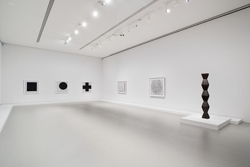 Les Clefs d'une passion : Brancusi, Malevitch, Mondrian. Vue d'exposition. Fondation Louis Vuitton, 2015