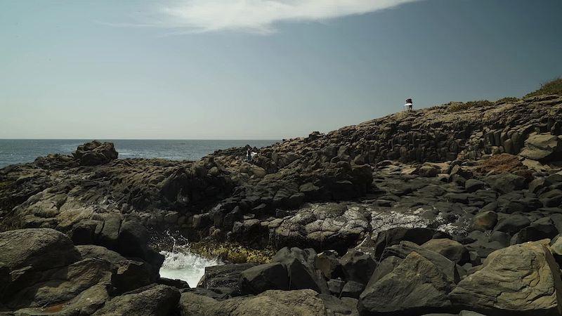 Brognon Rollin. L'avant-dernière version de la réalité : Brognon Rollin, Cosmographia (Île de Gorée), 2015. Vidéo couleur, son, 7'31''.