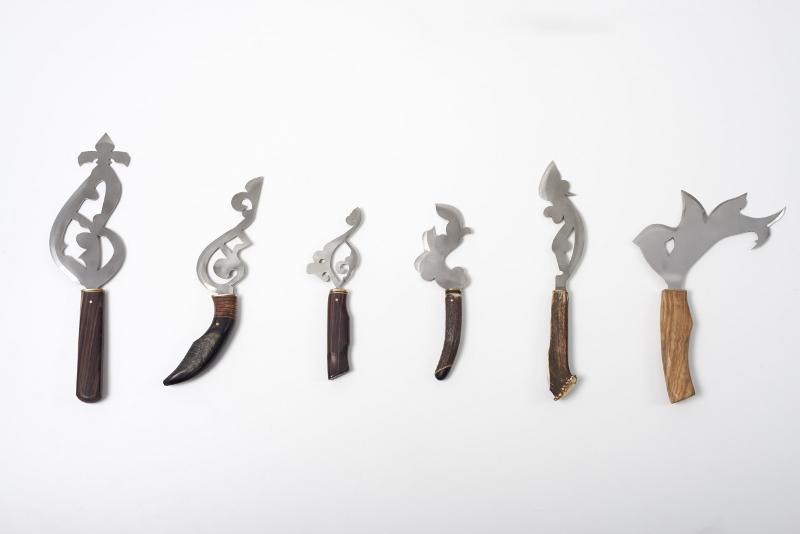 Cherchez l'erreur : Zoulikha Bouabdellah. Les couteaux. Courtesy Sabrina Amrani. © Institut des cultures d'Islam