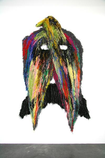 Decorum, tapis et tapisseries d'artistes : Caroline Achaintre, Moustache-Eagle, 2008 Tapis en laine tufté à la main 235 x 150 cm Saatchi Gallery, Londres, © Caroline Achaintre