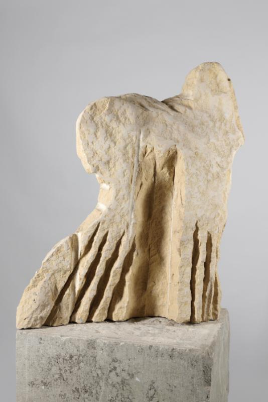 Eugène Dodeigne (1923-2015). Une rétrospective. : Deux figures, 1999 Pierre de Massangis H. 104 ; L. 96 ; P. 46 cm Collection particulière Photo : A. Leprince – Ville de Roubaix