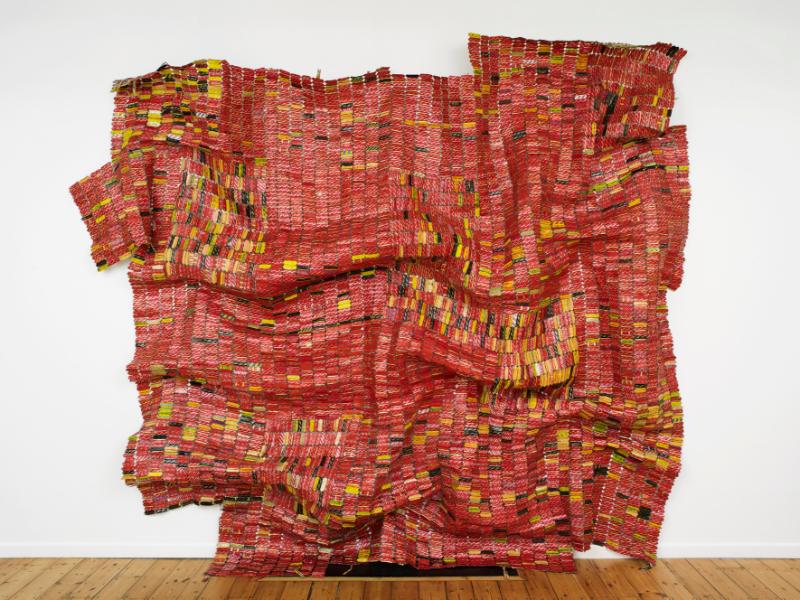 « En quête de liberté » une carte blanche à El Anatsui : El Anatsui, AG + BA (detail), 2014. Aluminium, copper wire and nylon string, dimensions variable. Photograph: Andy Keate. Courtesy the Artist and October Gallery, London.IMAGE CREDITS: El Anatsui October Gallery