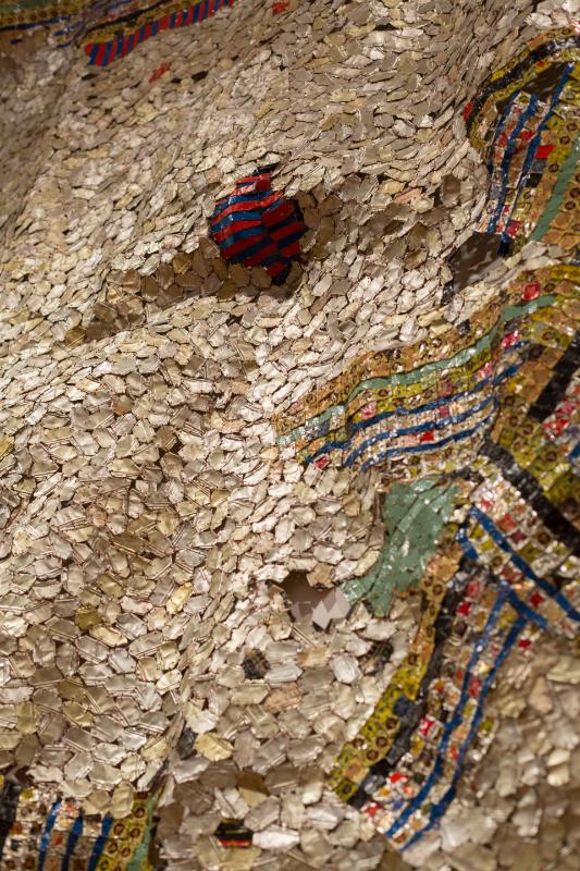 « En quête de liberté » une carte blanche à El Anatsui : El Anatsui, Timespace (detail), 2014. Aluminium and copper wire, 325 x 495 cm. Photograph: Jonathan Greet. Courtesy the Artist and October Gallery, London.IMAGE CREDITS: El Anatsui October Gallery