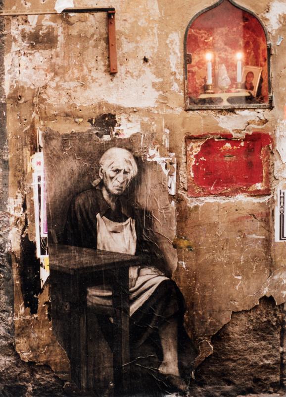 Ernest Pignon-Ernest -  Papiers de murs : Ernest Pignon-Ernest « Antonietta », Naples, 2001 Photographie 6 exemplaires 25,5 x 18,5 cm © Ernest Pignon-Ernest / Courtesy Galerie Lelong & Co