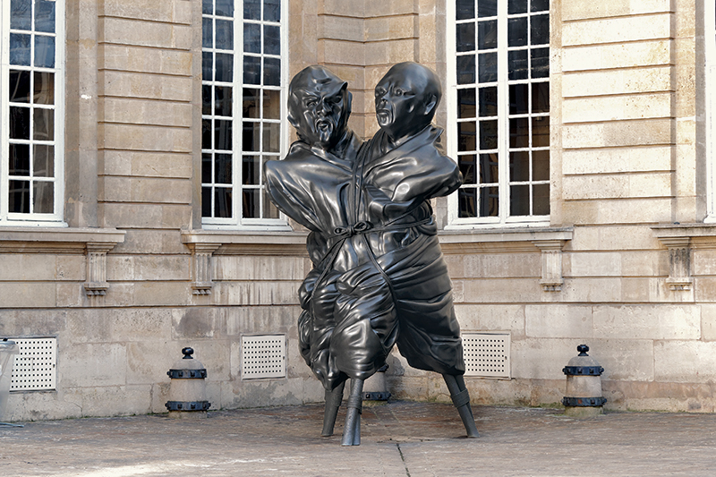 Thomas Schutte. Trois Actes : Thomas Schutte. United Enemies, 2011. Bronze, 406,4 x 203,2 x 226,1 cm / 391,2 x 205,1 x 210,8 cm © Aurélien Mole - Monnaie de Paris