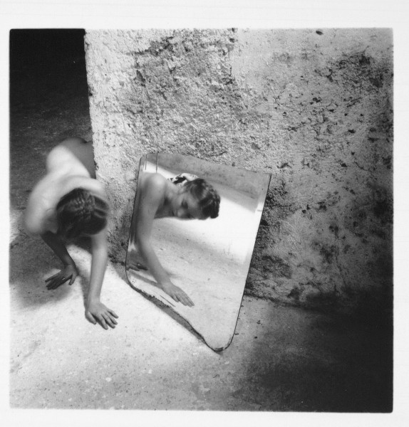 Altérité - Je est un autre : Woodman, Francesca, Self Deceit #1, Rome (I.204), 1977-78, (20.32 x 25.4 cm) Edition of 40 © Estate of Francesca Woodman