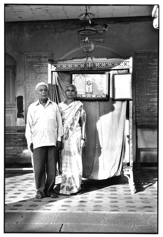 Le MAHJ collectionne... la photographie : Frédéric Brenner - Le rabbin et sa femme -Village d'Alibag, Inde, 1984 © F. Brenner