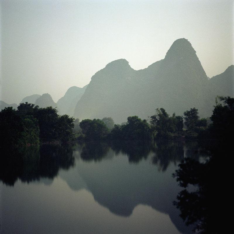 http://media.artabsolument.com/image/exhibition/big/Fullmoon-%20FRAC%20-%20Darren%20Almond%20-%20Guilin.jpg
