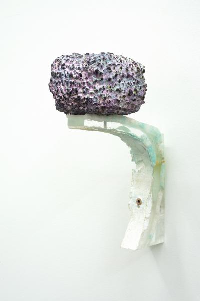 Nicolas Chatelain : Sans titre, 2010 - 2014,  acrylique sur filet et plexi glace 15,5 x 6,5 x 10,5 cm, crédir Raphaele Krigiel