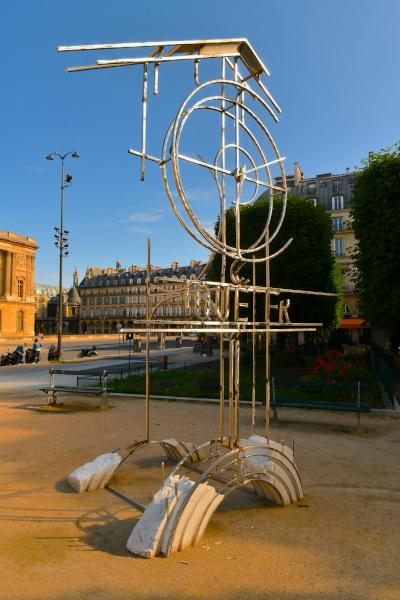 Urban Memory of the Lost Tuileries, Juan Garaizabal : Juan Garaizabal - L'horloge - Place du Louvre © Roberto Battistini
