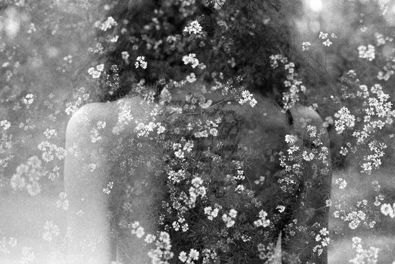 Sublimation. Carte blanche à Najia Mehadji : Houda Kabbaj. Untitled. 2016, tirage d'après négatif - argentique / agrandisseur, papier Warmtone mat - Ilford, 120 x 80 cm. Diamantino labo photo, Paris.