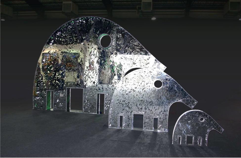 25 ans de créativité arabe : Nadim Karam. Trio Elephants. 2012, 3 sculptures en acier inoxydable, dimensions diverses. Courtesy de Nadim Karam et Ayyam Gallery