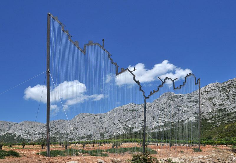 Yazid Oulab - L'ère du graphite : Yazid Oulab, Montagne urbaine, 2011, Acier, 350 x 600 cm