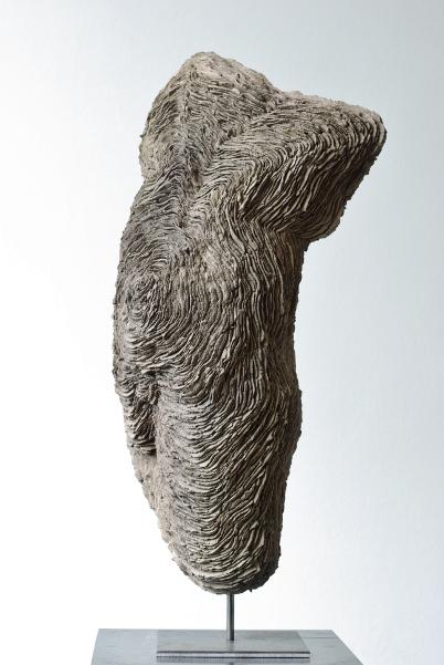 Al Aswadi, Bartoli, Leclercq & Markantonakis : Isabelle Leclercq. Torse d'homme. 2013, grès, h. 35 cm. Courtesy l'artiste et la galerie Patrick Bartoli, Marseille.