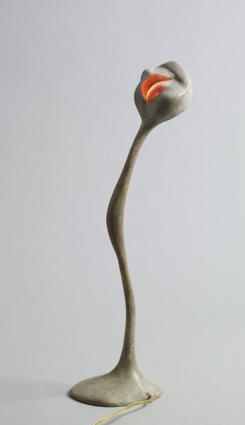 Alina Szapocznikow - Sculpture Undone, 1955-1972 : Lampe-bouche, 1966-1968 Résine de polyester colorée, ampoule, fil électrique et métal ; 46,5 x 13 x 11 cm Collection privée, France Courtesy Estate Alina Szapocznikow / Piotr Stanislawski / Galerie Loevenbruck, Paris  © ADAGP, Paris. Photo Fabrice Gousset