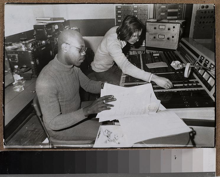 Paris-Londres. Music migrations : Manu Dibango en studio. Paris, 1980 © Collection Manu Dibango