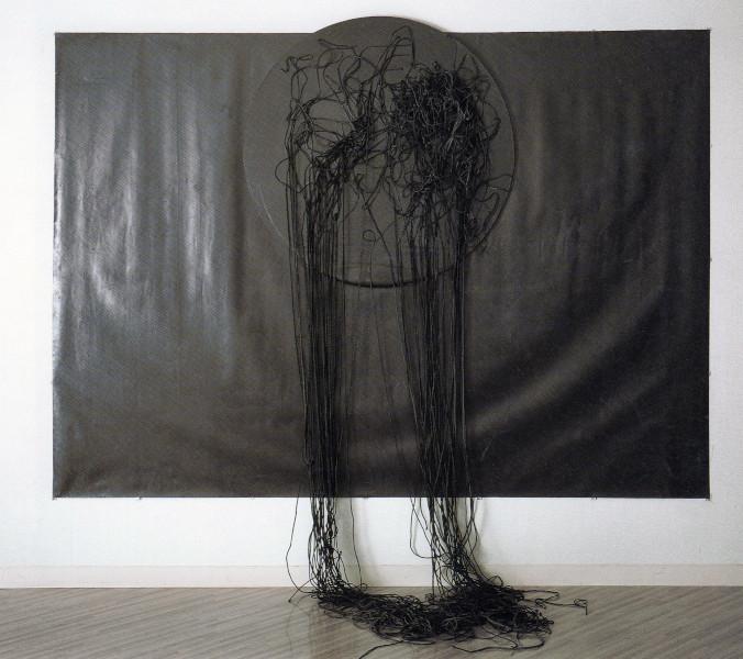 Takesada Matsutani : Takesada Matsutani  Superposition 92-2 1992 Crayon graphite et papier japonais sur toile, adhésif en acétate de polyvinyle,  crayon graphite et cordon sur toile montée sur carton 266 x 300 x 95 cm © Takesada Matsutani Courtesy de l'artiste et  Hauser & Wi
