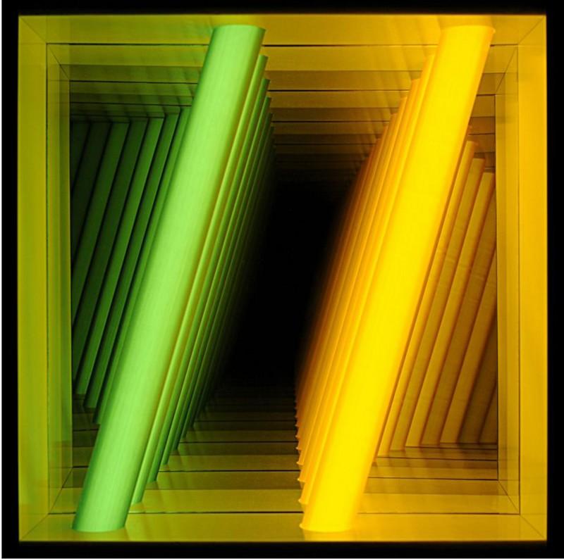 Mouvement et Lumière : Chul-Hyun Ahn, Forked 16.2010. 53 x 53 x 10 cm. Bois, miroir, néon, métal, acrylique. (Collection Villa Datris) © DR