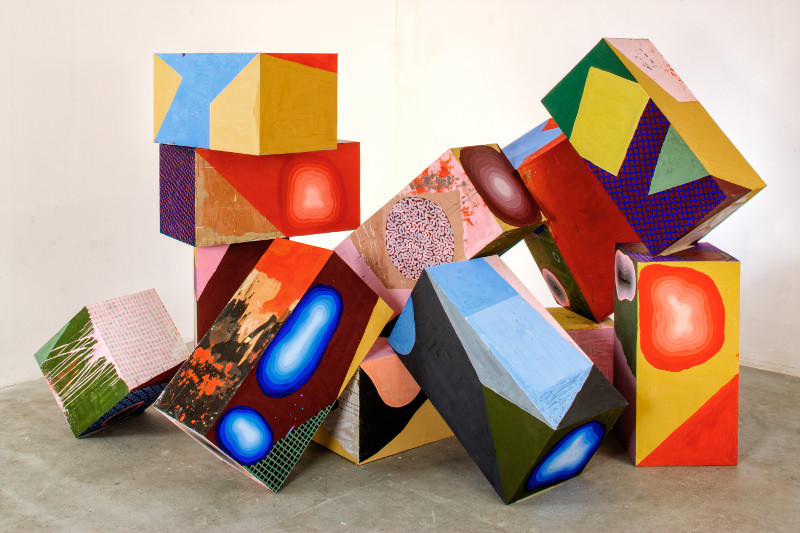 Philippe Richard. Refaire surface : Philippe Richard, Mur, 2014, acrylique sur bois, 10 cubes dimensions variables_© Photo Marc Plantec