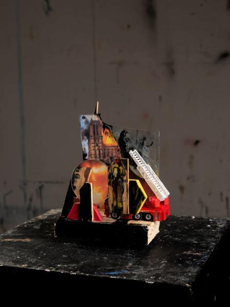 Stéphane Pencreac'h, Les Petits Théâtres de la Mémoire : Notre-Dame de Paris, 15 avril 2019 (vue 2) 2021, Technique mixte, 14 x 7 x 18 cm, Courtesy Galerie Vallois / Stéphane Pencreac'h