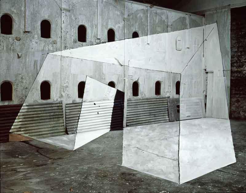 Georges Rousse, Architectures : Bercy, 1984. Copyright Georges Rousse/ADAGP, Paris. courtesy Galerie RX, Paris.