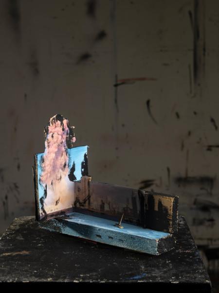 Stéphane Pencreac'h, Les Petits Théâtres de la Mémoire : Port de Beyrouth, 4 août 2020, 2020, Technique mixte, 24 x 12 x 20 cm, Courtesy Galerie Vallois / Stéphane Pencreac'h