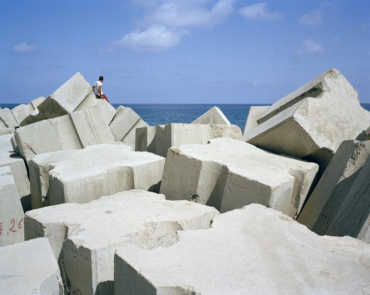Kader Attia – Construire, déconstruire, reconstruire : le corps utopique : Kader Attia, Rochers carrés, 2009 ©Kader Attia