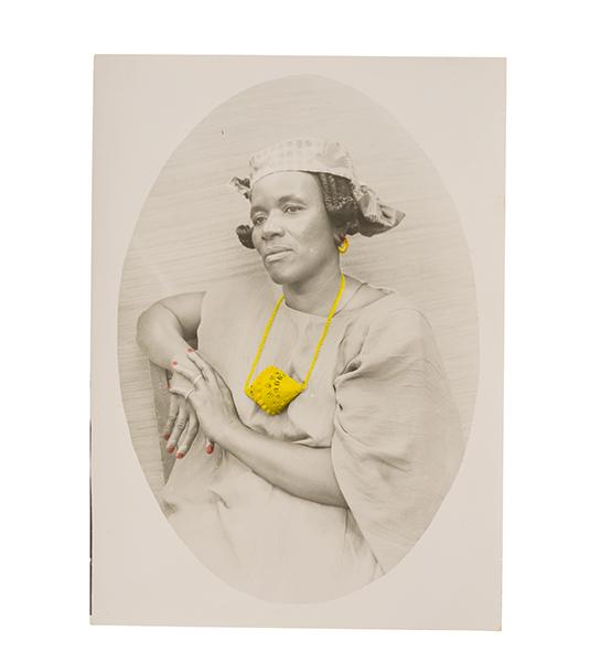 Seydou Keïta : Sans titre. Tirage argentique d'époque.?18 x 13 cm.?Collection André Magnin, Paris?© Seydou Keïta / SKPEAC / photo de François Doury
