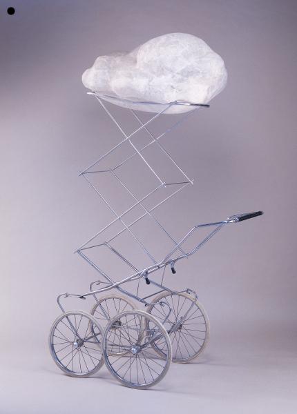 Nuage : Françoise Coutant, Promenoir à nuages, 2003. Courtesy Galerie Dix9, Paris. Photo D.R. Métal, résine, papier – 210 x 80 x 60 cm