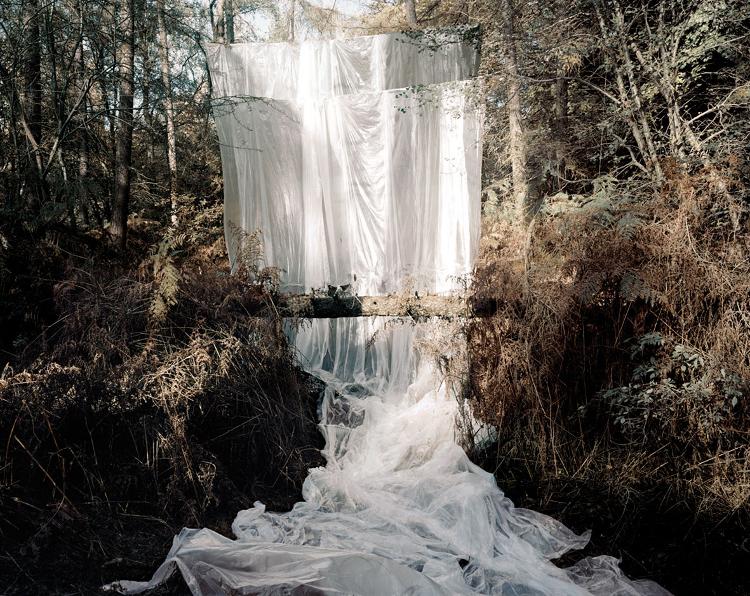 Prix HSBC pour la Photographie : Cascade - 2009  Série Les Amants Courtesy Noémie Goudal