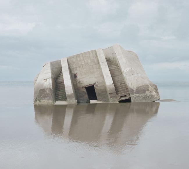 Prix HSBC pour la Photographie : Combat - 2012  Série Haven Her Body Was Courtesy Noémie Goudal