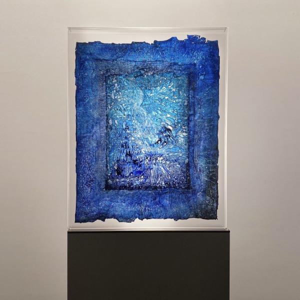 Evi Keller. Stèles. : Evi Keller. Matière-Lumière (Stèle), ML-V-19-1128. 2019, technique mixte, socle, 200 x 81 x 10 cm. Courtesy galerie Jeanne Bucher Jaeger, Paris.