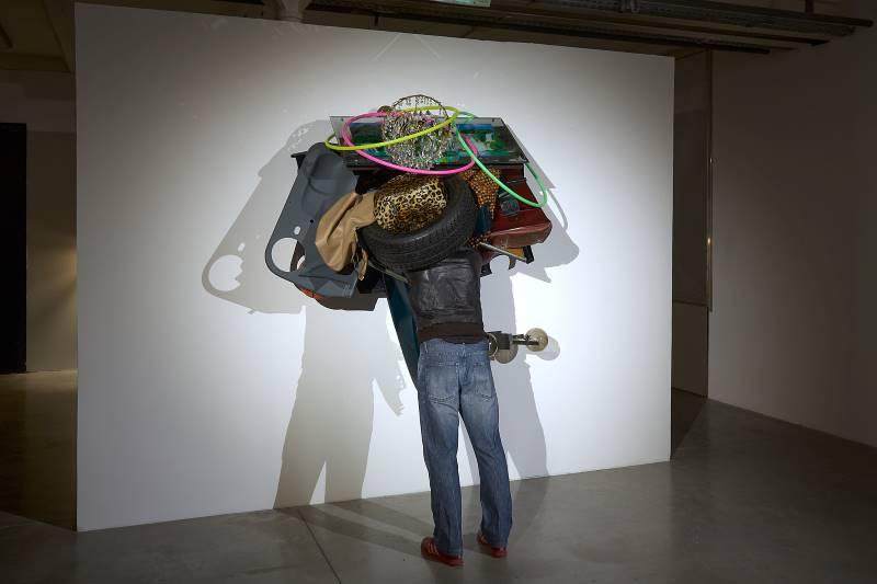 STREET TRASH : L'effet spécial de la sculpture / Sculpture as special effect : Traffic, Daniel Firman, 2002