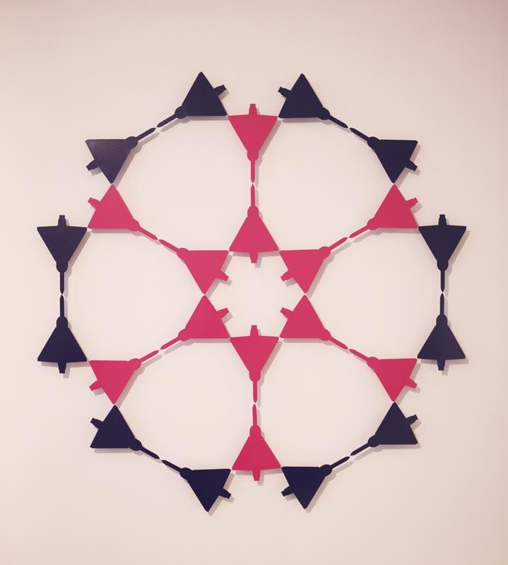 Traits d'Union - Paris et l'art contemporain arabe : Zoulikha Bouabdellah, Mirage 4 Acier peint, 139 x 139 cm Courtesy Galería Sabrina Amrani, Espagne