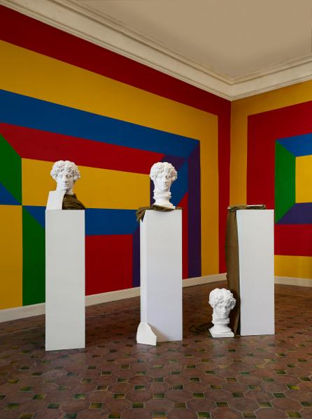 Intime Conviction : Giulio Paolini. Casa di Lucrezio. 1981 - 1984. moulages en plâtre, tissu. Dimensions variables. © Collection Giuliana et Tommaso Setari