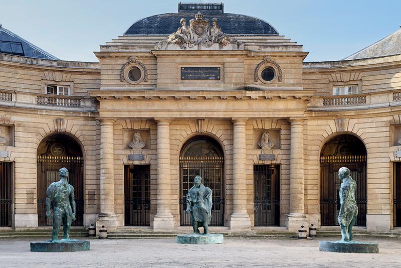 Thomas Schutte. Trois Actes : Thomas Schutte. Mann im Wind I, II, III 2018. Bronze, 350 x 240 x 240 cm © Aurélien Mole - Monnaie de Paris